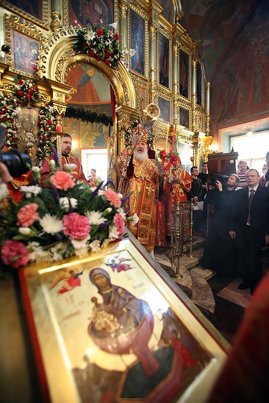 Служение Святейшего Патриарха Кирилла в пятницу Светлой седмицы в храме прпп. Зосимы и Савватия Соловецких в Гольянове
