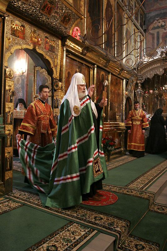 Великая вечерня в Троицком соборе Свято-Троицкой Сергиевой Лавры