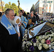 Предстоятель Русской Церкви возглавил молебен перед Курской Коренной иконой Пресвятой Богородицы на Соборной площади Курска