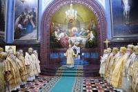 Перед началом Архиерейского Собора Русской Православной Церкви его участники собрались на Божественную литургию в Храме Христа Спасителя
