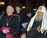Святейший Патриарх Алексий посетил концерт 'Голоса православной России во Франции'