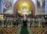 Предстоятель Русской Православной Церкви в Великую среду возвел ряд клириков Москвы и Московской области в сан протоиерея, игумена и протодиакона