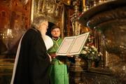 После избрания на Московский Патриарший Престол митрополит Кирилл посетил Троице-Сергиеву лавру и поклонился мощам преподобного Сергия