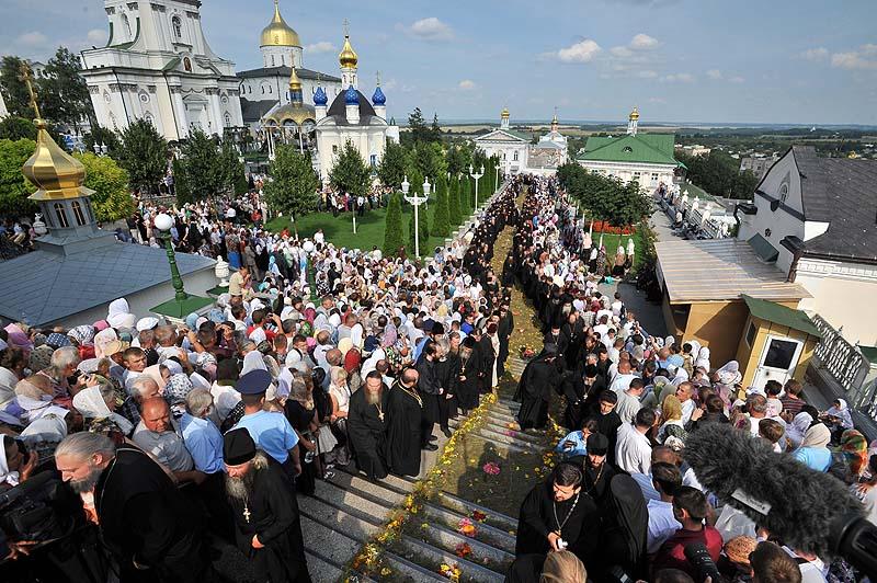 Патриарший визит на Украину. День девятый. Прибытие в Почаевскую лавру. Всенощное бдение.