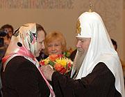 Святейший Патриарх Алексий наградил многодетных матерей Патриаршим 'Знаком материнства'