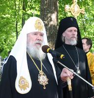 Слово Святейшего Патриарха Алексия на семейном кладбище Брянчаниновых в деревне Покровское
