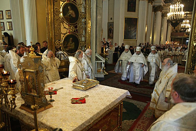 Божественная литургия в Троицком соборе Александро-Невской лавры