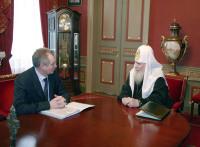 Святейший Патриарх Алексий подтвердил, что Русская Церковь не требует от государства реституции церковного имущества