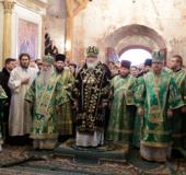 Святейший Патриарх Кирилл совершил Божественную литургию в Свято-Успенском Иосифо-Волоцком монастыре