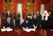 Святейший Патриарх Кирилл принял участие в церемонии подписания договора о передаче Русской Православной Церкви подворья в городе Бари