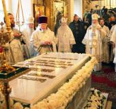 В годовщину со дня кончины Святейшего Патриарха Алексия II Предстоятель Русской Церкви совершил Божественную литургию и панихиду в Богоявленском кафедральном соборе