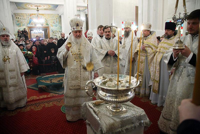 Патриарший визит в Казахстан. Божественная литургия и великое освящение воды в Вознесенском соборе Алма-Аты.