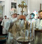 В Крещенский сочельник Святейший Патриарх Кирилл совершил Божественную литургию и великое освящение воды в Вознесенском кафедральном соборе Алма-Аты