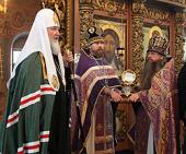 Предстоятель Русской Церкви передал Высоко-Петровскому монастырю частицу мощей святителя Московского Петра