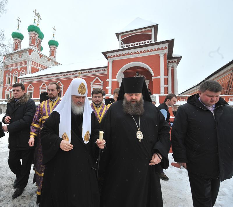 Патриаршее служение в субботу первой седмицы Великого поста. Освящение главного колокола звонницы Высоко-Петровского монастыря.