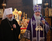 Святейший Патриарх Кирилл и Блаженнейший митрополит Владимир совершили Литургию Преждеосвященных Даров в трапезном храме Киево-Печерской лавры