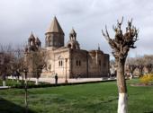 Святейший Патриарх Кирилл прибыл в Первопрестольный Святой Эчмиадзин
