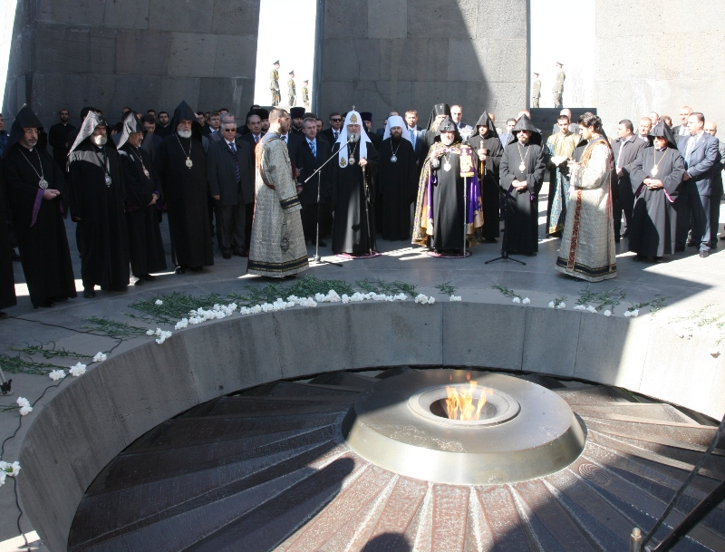 Патриарший визит в Армению. День второй. Посещение мемориала жертв геноцида армян «Цицернакаберд».