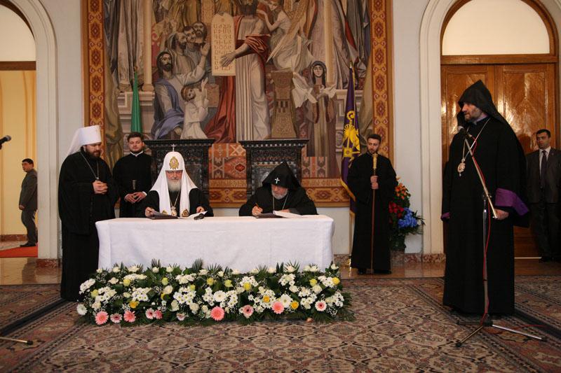 Подписание совместной декларации Патриархом Кириллом и Католикосом всех армян Гарегином II