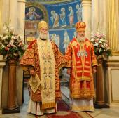 Предстоятели Александрийской и Русской Православных Церквей совершили Божественную литургию в Благовещенском соборе Александрии