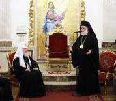 Святейший Патриарх Кирилл удостоен высокой награды Александрийской Православной Церкви