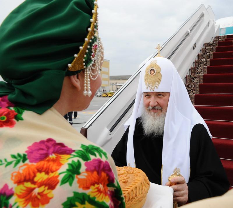Первосвятительский визит Святейшего Патриарха Кирилла в Екатеринбургскую епархию. Встреча в аэропорту.