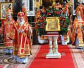 В Неделю о слепом и 65-ю годовщину Победы в Великой Отечественной войне Святейший Патриарх Кирилл совершил Божественную литургию, благодарственный молебен и литию в Храме Христа Спасителя