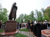 Святейший Патриарх Кирилл освятил памятник святому благоверному князю Александру Невскому у кафедрального собора Петрозаводска