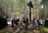 Предстоятель Русской Церкви совершил литию на месте массовых расстрелов в урочище Сандармох в Медвежьегорском районе Карелии