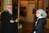 Протоиерей Аркадий Шатов вручил социальным работникам свидетельства об окончании краткосрочных курсов «Организация социальной работы на приходах»