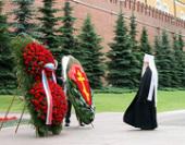 В День памяти и скорби митрополит Ювеналий возложил венок к могиле Неизвестного солдата у Кремлевской стены