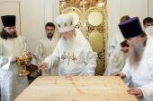 Митрополит Ювеналий совершил чин великого освящения придела в честь святителя Николая Чудотворца в Троицком храме поселка Мосрентген