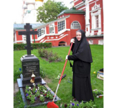 Современный монастырь: избранные из избранных