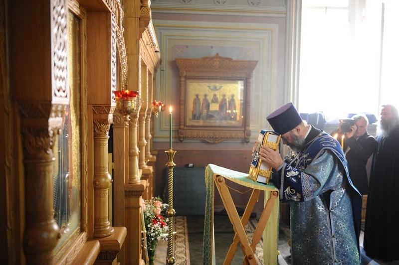 Патриарший визит на Валаам. Божественная литургия в храме на Игуменском кладбище.