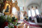 В праздник Собора двенадцати апостолов Предстоятель Русской Церкви совершил Божественную литургию в главном храме Свято-Иоанновского монастыря на Карповке