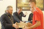 Благотворительная акция для детей бойцов спецназа, погибших на Северном Кавказе, прошла в Александро-Невской лавре