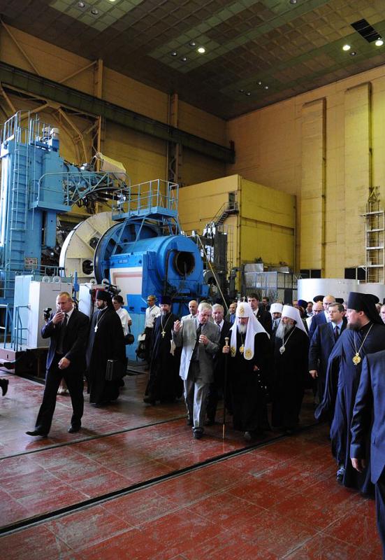 Патриарший визит на Украину. Посещение производственных помещений предприятия «ЮЖМАШ» в Днепропетровске.