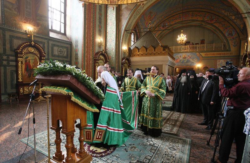 Первосвятительский визит в Нижегородскую епархию. Посещение храма преподобного Серафима Саровского в Свято-Успенской Саровской пустыни.