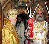 Блаженнейший митрополит Киевский Владимир возглавил ночную Божественную литургию в храме Гроба Господня