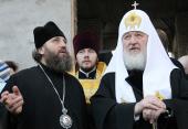 Предстоятель Русской Церкви ознакомился с ходом строительства Александро-Невского храма на крайнем западе России