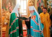 Митрополит Крутицкий и Коломенский Ювеналий удостоен права преднесения креста за богослужениями