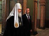 Во время встречи в Кремле Президент России Д.А. Медведев сообщил Святейшему Патриарху Кириллу о подписании закона о возвращении имущества религиозного назначения