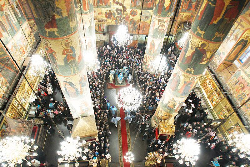 Патриаршее служение в Успенском соборе Кремля в праздник Введения во храм Пресвятой Богородицы