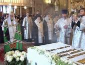 Во вторую годовщину со дня кончины приснопамятного Патриарха Алексия II Святейший Патриарх Кирилл совершил литию у его гробницы в Богоявленском кафедральном соборе