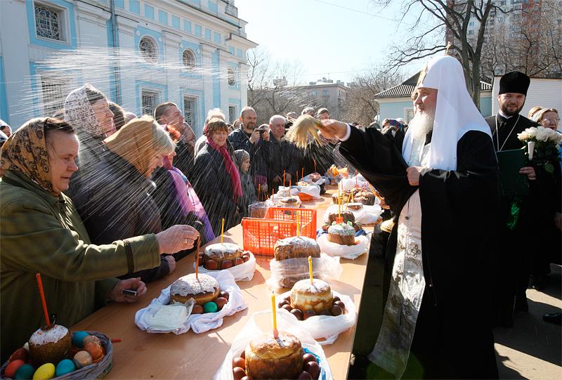 Посещение Святейшим Патриархом Кириллом храмов в Великую субботу