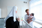 В праздник Рождества Христова Святейший Патриарх Кирилл посетил психоневрологический корпус детской больницы имени Филатова