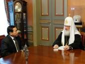 Святейший Патриарх Кирилл принял Чрезвычайного и Полномочного Посла Республики Филиппины в Российской Федерации Виктора Гарсиа III