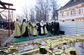 Святейший Патриарх Кирилл освятил кресты и колокола для строящегося храма в честь святого благоверного князя Игоря Черниговского в Переделкино