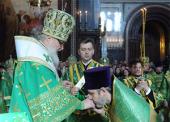 За Литургией в праздник Входа Господня в Иерусалим Святейший Патриарх Кирилл удостоил богослужебных наград ряд клириков г. Москвы