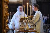 В Великую субботу Святейший Патриарх Кирилл совершил Литургию святителя Василия Великого в Храме Христа Спасителя